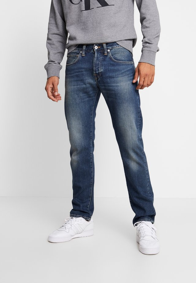 ED-55 REGULAR TAPERED - Vaqueros rectos - nyoko wash