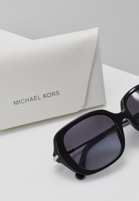 Michael Kors - CARMEL - Sunglasses - black - 3
