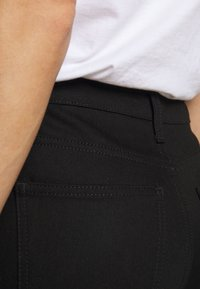 House of Dagmar - DEVINE - Straight leg jeans - stay black - 3