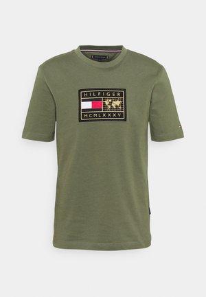 ICON EARTH BADGE TEE - Print T-shirt - rocky mountain