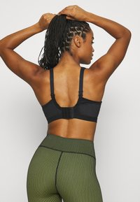 Shock Absorber - ACTIVE D + CLASSIC BRA - High support sports bra - black - 2