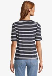 Betty Barclay - Print T-shirt - dunkelblau weiß - 2