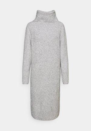 QUIRA - Pletené šaty - hazy fog melange