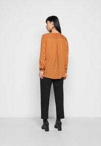VILA PETITE - VILUCY SHIRT - Button-down blouse - adobe - 2