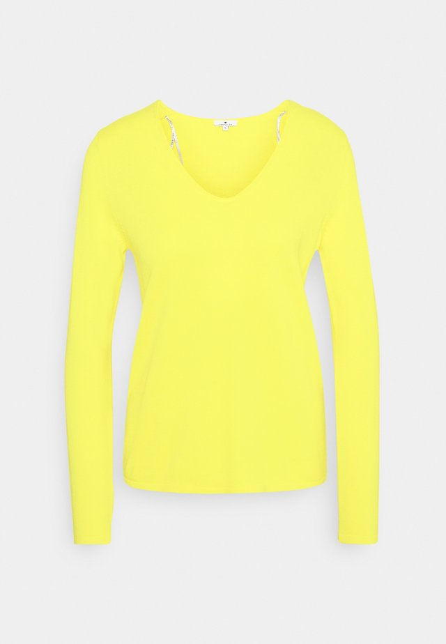 VNECK - Neule - smooth yellow melange