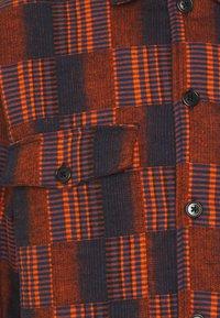 Henrik Vibskov - MATCH BOX - Košile - dark orange - 2