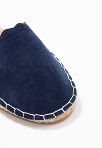 Dorothy Perkins - COURTNEY ELASTIC BACK SCALLOP - Espadrilky - navy - 2