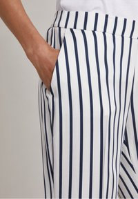 Hunkydory - RON - Trousers - true navy stripe - 3