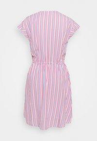GAP - DRESS - Robe en jean - blue/pink - 1