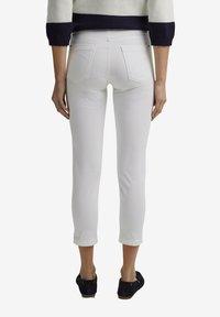 Esprit - MR CAPRI - Pantaloni - white - 5