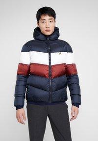 Lyle & Scott - COLOUR BLOCK JACKET - Winter jacket - dark navy/ brick red - 0