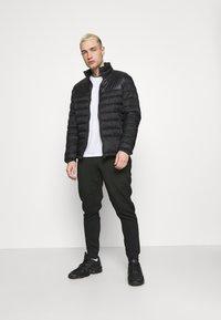 Nike Sportswear - PANT - Spodnie treningowe - black/mean green - 1