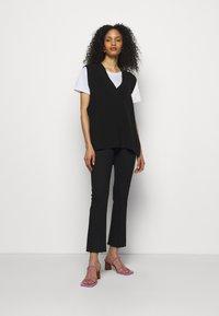 Mother - THE HUSTLER ANKLE FRAY - Jeans Skinny Fit - black - 1