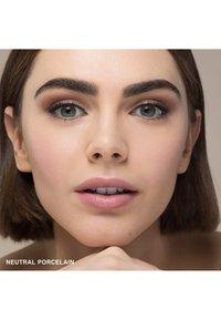 Bobbi Brown - SKIN FOUNDATION STICK - Foundation - n-010 neutral porcelain - 2