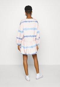 NEW girl ORDER - TIE DYE STRIPE DRESS - Sukienka letnia - pink - 2
