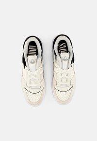 adidas Originals - FORUM EXHIBIT LOW UNISEX - Sneakers - white - 3