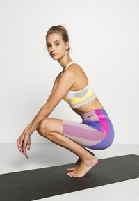 Nike Performance - Legging - fire pink/sapphire - 1