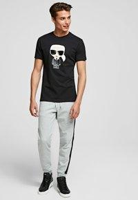 KARL LAGERFELD - KARL IKONIK - Print T-shirt - black - 1