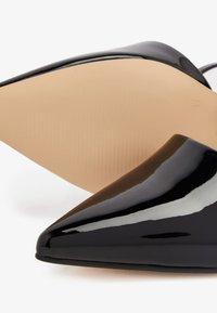 Bianco - IN MANDELFORM - Classic heels - black - 5