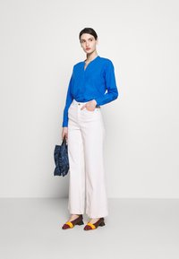 CLOSED - BLANCHE - Blouse - bluebird - 1
