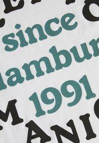 Cleptomanicx - CLUB - T-shirt z nadrukiem - white - 2