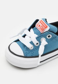 Converse - CHUCK TAYLOR ALL STAR STREET SUMMER COLOR UNISEX - Trainers - aegean storm/bright poppy/black - 5