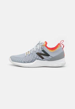 LAV FRESH FOAM - Zapatillas de tenis para todas las superficies - grey/white