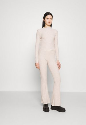 ONLNELLA PANT SET - Trousers - pumice stone