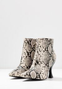 RAID Wide Fit - TILLY - High heeled ankle boots - beige - 4