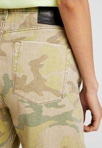One Teaspoon - SAFARI CAMO BANDITS - Straight leg -farkut - light green - 5
