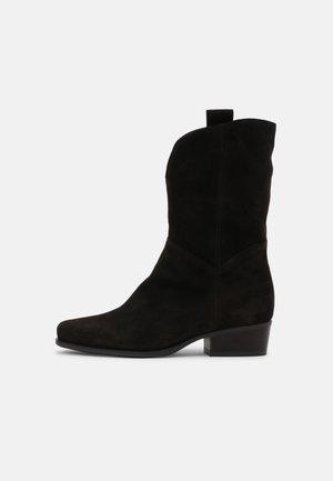 Kovbojské/motorkářské boty - english brown