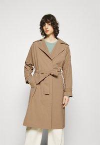 Ecoalf - OVERSIZE TRENCH WOMAN - Trenchcoat - topo - 0
