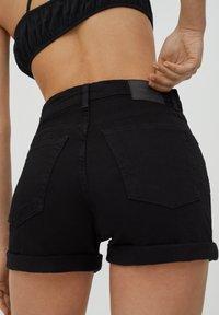 PULL&BEAR - Szorty jeansowe - black - 3