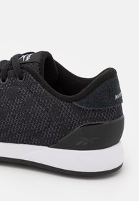 Reebok - EVER ROAD DMX 4.0 - Sportieve wandelschoenen - core black/footwear white - 5