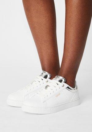 STARCOURT LTX - Sneakers basse - white/silver