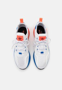 adidas Originals - ZX 2K BOOST UNISEX - Sneakers basse - footwear white/solar red/blue - 5