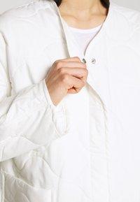 Weekday - NOVA QUILTED JACKET - Lehká bunda - white light - 4