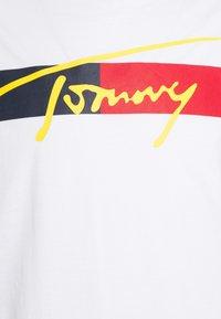 Tommy Hilfiger - DROP SHOULDER TEE - Camiseta de pijama - white - 2