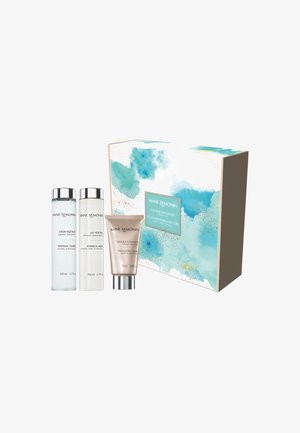 THE BARE NECESSITIES - Kit skincare - -