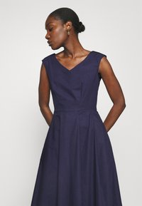 Closet - HIGH LOW PLEATED DRESS - Cocktailkjole - navy - 3