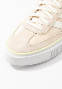 adidas Originals - SLEEK SUPER - Sneakers - offwhite/crystal white