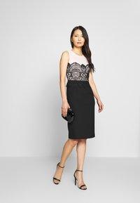 Apart - COLORBLOCKING DRESS - Robe de soirée - black - 1
