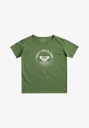 DAY AND NIGHT - Print T-shirt - vineyard green