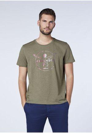 MIT CHIEMSEE JUMPER FRONTPRINT - T-shirt print - dusty olive