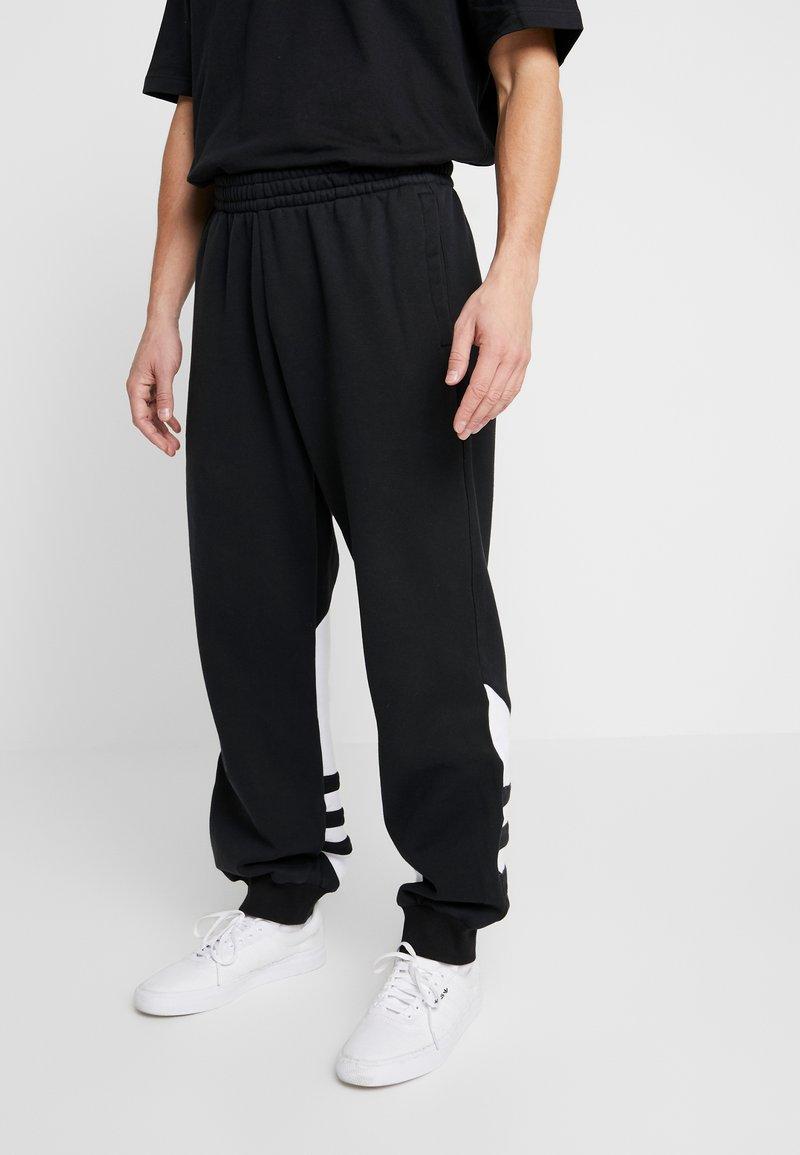 adidas Originals - ADICOLOR TREFOIL SPORT PANTS - Verryttelyhousut - black