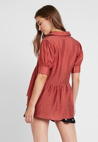 Lost Ink - OVERSIZED SMOCK BLOUSE - Blouse - rust - 2