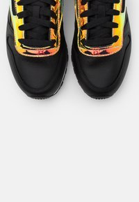 Reebok Classic - CLASSIC  - Sneakers - black/white - 5