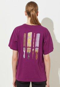 Trendyol - Print T-shirt - purple - 1