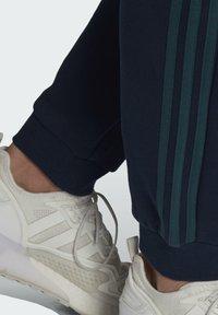 adidas Originals - WW SWEATPANT SPRT COLLECTION ORIGINALS SLIM TRACK PANTS - Träningsbyxor - blue - 3