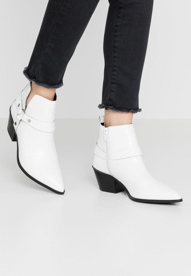 WRANGLER - Ankle boots - white